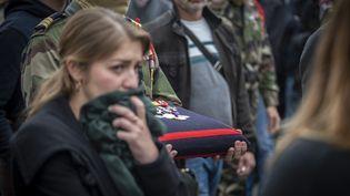 Les médailles du soldat Alain Bertoncello, tué au Burkina Faso dans la nuit du 9 au 10 mai, lors de ses funérailles. Photo prise le 18 mai 2019 à Montagny-les-Lanches, dans l'est de la France. (ROMAIN LAFABREGUE / AFP)