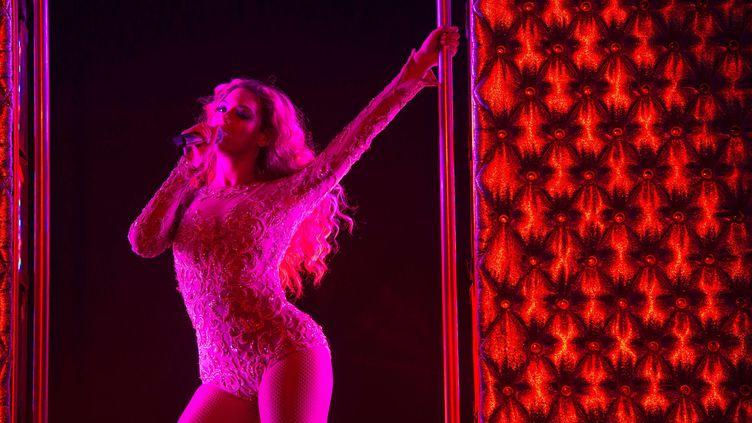 La chanteuse américaine Beyoncése produitsur scène à Sydney (Australie), le 4 octobre 2013. (KRISTIAN DOWLING / AP / SIPA)