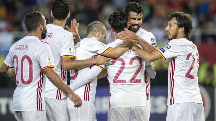 Diego Costa félicité par ses coéquipiers (ROBERT ATANASOVSKI / AFP)