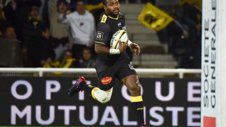 Kini Murimurivalu marquant un essai pour La Rochelle contre Toulon. (FRANCK MOREAU / AFP)