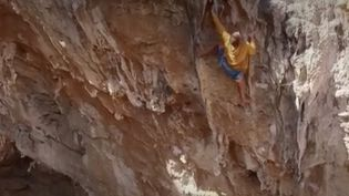En Grèce, l'île de Kalymnos est un paradis pour les passionnés d'escalade. (France 2)