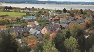 L'un des villages les plus écolos du monde se trouve en Écosse. Depuis 40 ans, les habitants de Findhornont construit un paradis vert. (France 2)