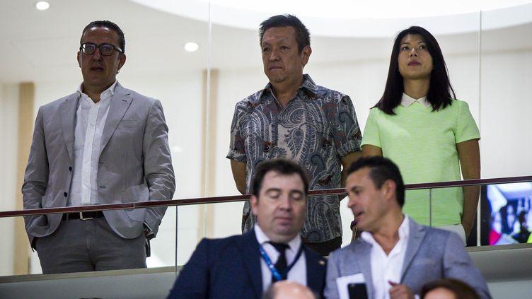 Peter Lim (au centre) est le propriétaire de Valence depuis août 2014 (BIEL ALINO / AFP)