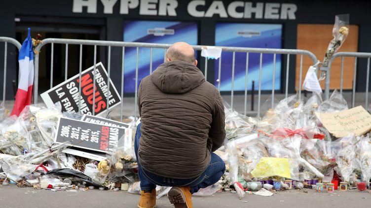L'Hyper Cacher de la Porte de Vincennes à Paris le 18 février 2015, plus d'un mois après l'attaque terroriste. (ARNAUD JOURNOIS / MAXPPP)