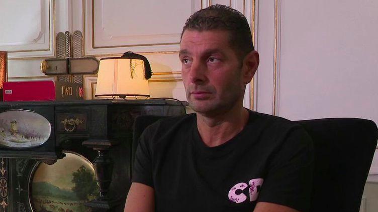Attentats de janvier 2015 : Rudy Haddad, otage de l'Hyper Cacher, témoigne à la veille de la reprise du procès (FRANCE 2)
