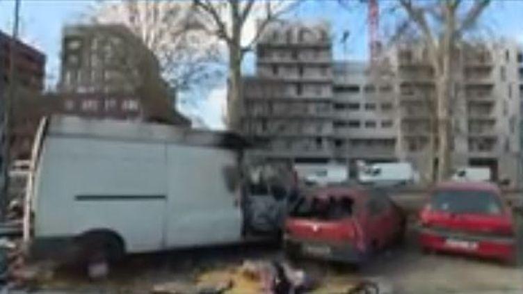 19 personnes ont été interpellées et entendues au commissariat de Bobigny (Seine-Saint-Denis) suite à une rumeur qui a mené à des violences envers un camp de Roms. (FRANCE 3)