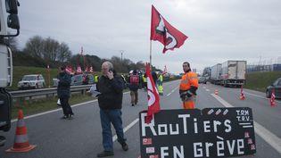 La Federation nationale des chauffeurs routiers effectuent mardi 20 janvier 2015 une operation escargot sur la rocade de Rennes (Ille-et-Vilaine). (  MAXPPP)