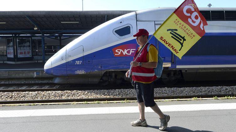 Les cheminots, réunis en assemblée générale, votent la reconduite de la grève pour 24 heures, le 19 juin 2014 à Nantes (Loire-Atlantique). (  MAXPPP)