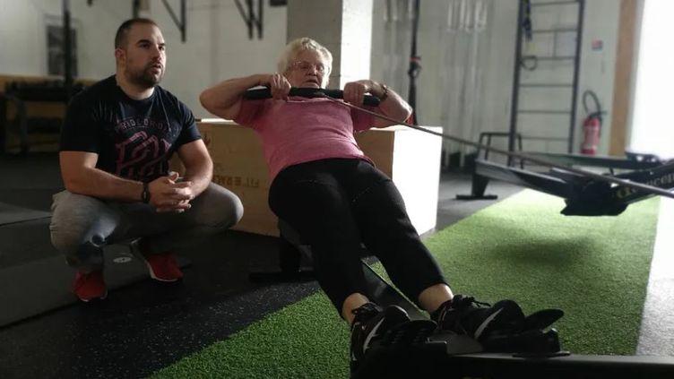 Madeleine Guillonlors d'un entraînement, avec son coachQuentin Mathieu. (Xavier Louvel / RADIO FRANCE)