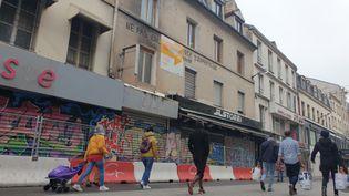Le 48 rue de la République à Saint-Denis (Seine-Saint-Denis), le 11 novembre 2020. (CHARLES-EDOUARD AMA KOFFI / FRANCEINFO)