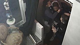 Capture d'écran des images de vidéo surveillance prise dans le studio où a eu lieu l'arrestation de Michel Zecler, à Paris,le 27 novembre 2020. (- / GS GROUP)