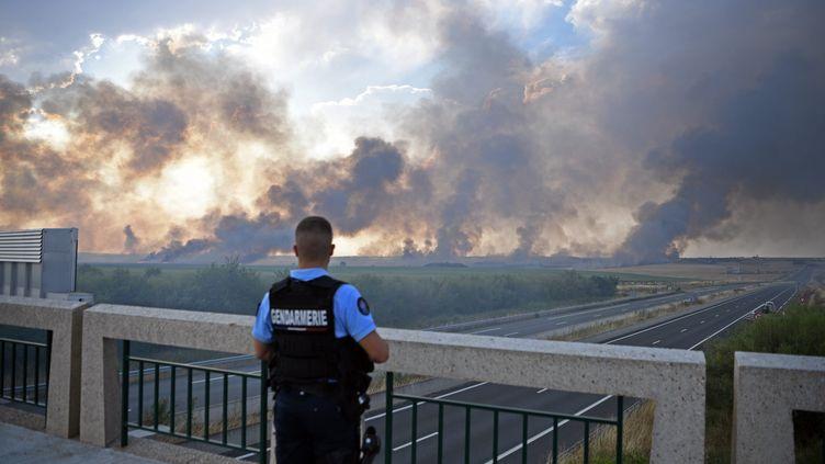 Feux de champs en Eure-et-Loir à cause de la canicule, jeudi 25 juillet 2019.. (QUENTIN REIX / MAXPPP)