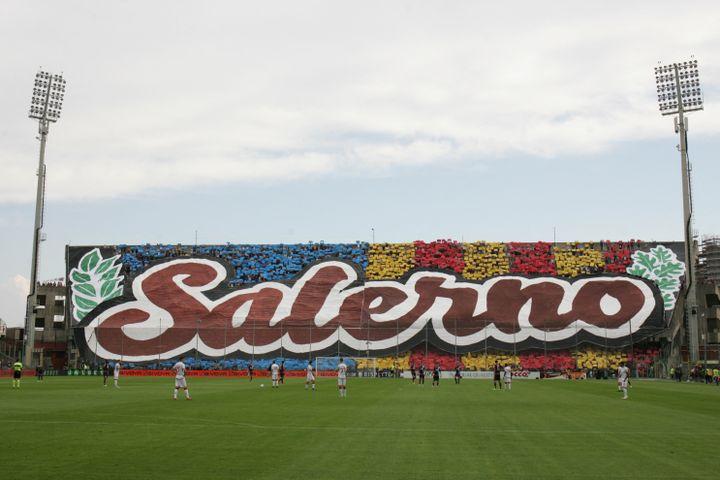 Les tifosi de la Salernitana, lors d'un match de Serie B contre Perugia, le 21 octobre 2018. (PAOLO MANZO / NURPHOTO)