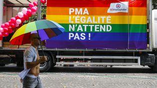 Une bâche sur un camion lors de la Marche des fiertés, le 30 juin 2018, à Paris. (LEON TANGUY / MAXPPP)