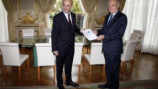 Louis Gallois et Jean-Marc Ayrault, le 5 novembre 2012 à l'HôtelMatignon, à Paris. (THIBAULT CAMUS / POOL)