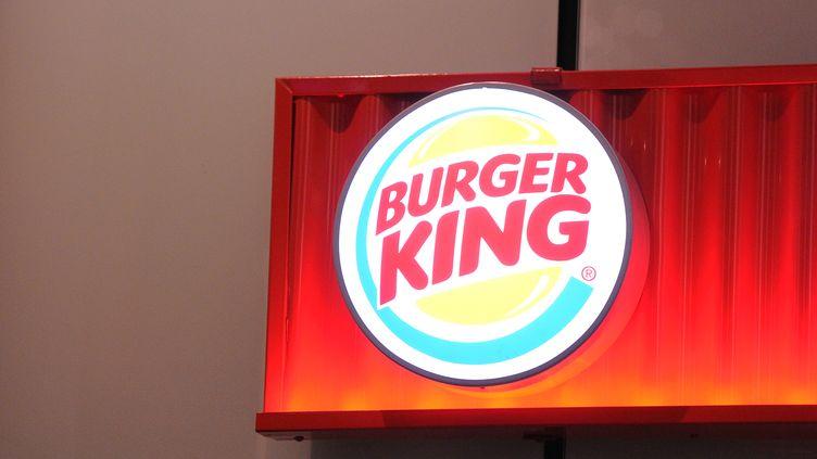 L'enseigne de Burger King, à la gare Saint-Lazare, à Paris, le 16 décembre 2013. (CITIZENSIDE / JONATHAN TESSIER / AFP)