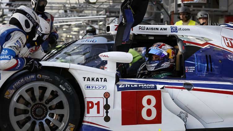 Sebastian Buemi dans sa Toyota TS040 Hybrid N.8 (FLORENT GOODEN / DPPI MEDIA)