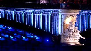 Le Pont Lafayette en bleu, un nouvel ouvrage éclairé.   (Capture d'image France3/Culturebox)