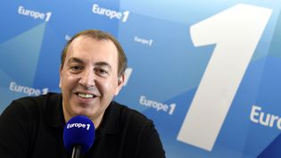 L'animateur Jean-Marc Morandini dans une studio d'Europe 1, à Paris, le 19 mars 2015. (DOMINIQUE FAGET / AFP)