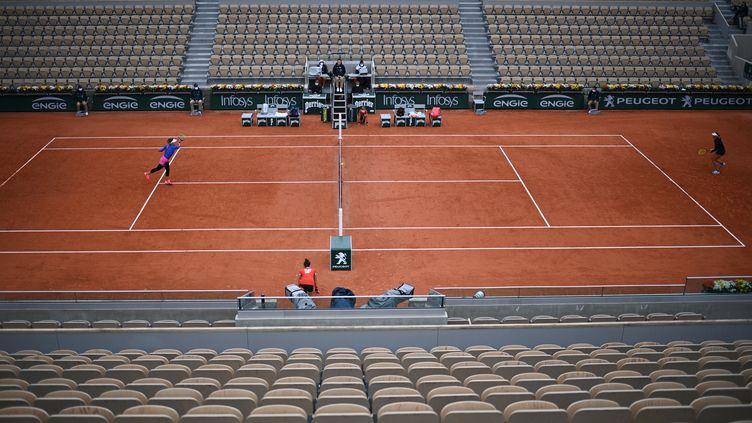 Un match du premier tour du simple dames, à Roland-Garros le 28 septembre 2020 (ANNE-CHRISTINE POUJOULAT / AFP)