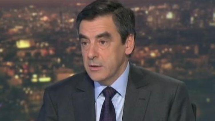 Le Premier ministre, François Fillon, invité du JT de France 2, le 6 décembre 2011. (FTVi)