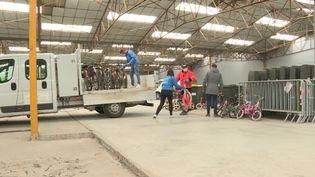 Depuis 6 mois, une centaine de vélos ont été apportés à l'atelier. (FRANCE 3)
