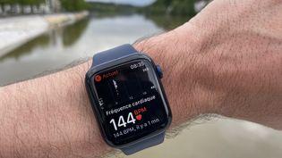 Les montres connectées mesurent la fréquence cardiaque, comme ici au cours d'un footing. Certaines possèdent désormais une fonction éectrocardiogramme. (A.J.)