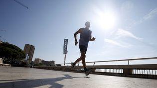 Un coureur sous le soleil (illustration). (JEAN FRANÇOIS OTTONELLO / MAXPPP)