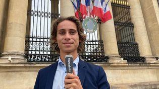 Depuis mars 2020, Victor Lavolé est conseiller municipal dans la petite commune de Saint-Coulomb, en Ille-et-Vilaine. (INGRID POHU / RADIO FRANCE)