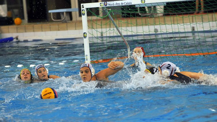 L'équipe de France de water polo féminine (PIERRE LE MASSON / MAXPPP)