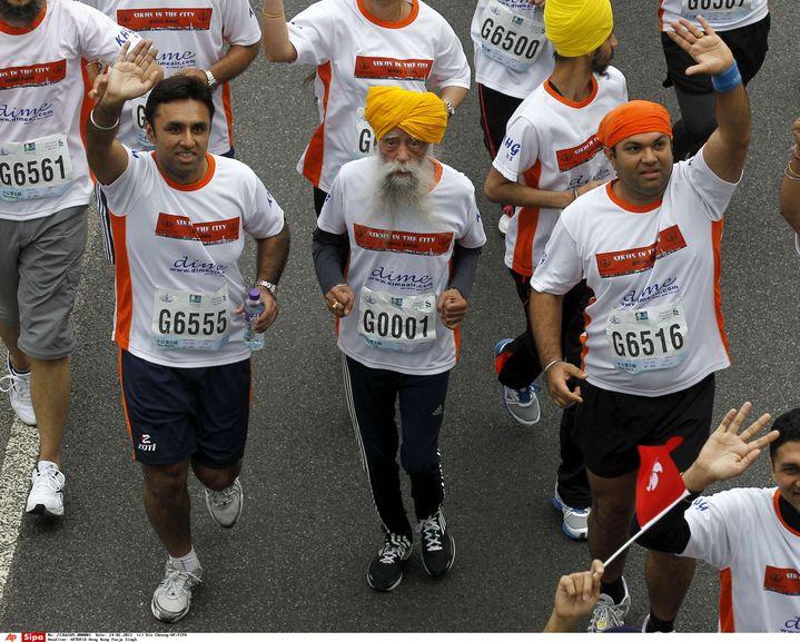 Fauja Singh, 104 ans, le plus vieux marathonien du monde, photographié ici le 24 février2013 à Hong Kong. (KIN CHEUNG / AP / SIPA)