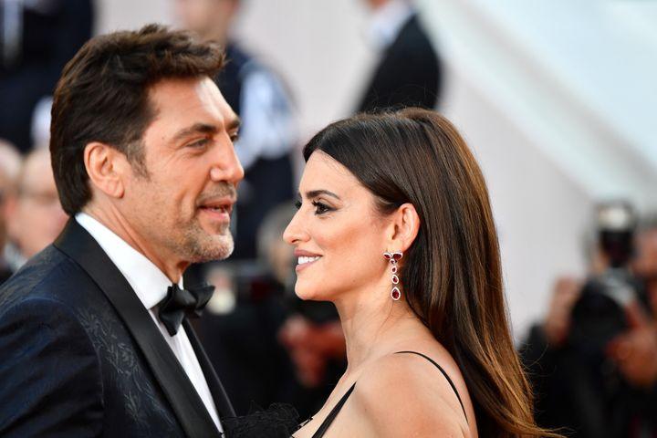 """Penelope Cruz et Javier Bardem, mariés dans la vraie vie, intimes dans """"Everybody Knows"""" d'Asghar Farhadi.  (Alberto PIZZOLI / AFP)"""