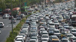Deux millions d'Indiens meurent chaque année à cause de la pollution (ici, des embouteillages à New Delhi). (PRAKASH SINGH / AFP)