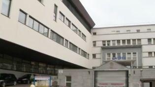 L'idée d'une deuxième vague inquiète les soignants. À l'hôpital d'Auxerre (Yonne) par exemple, neuf patients sont actuellement en réanimation et les consultations hors coronavirus sont de plus en plus nombreuses. En cas de relâchement dans les prochains jours, l'établissement pourrait manquer de places. (FRANCE 3)
