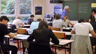 Des élèves de terminale, le 17 juin 2010, au lycée Marie-Curie de Strasbourg (Bas-Rhin). (JOHANNA LEGUERRE / AFP)