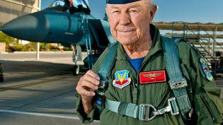 Le pilote Chuck Yeager, alors retraité, sur la base navale américaine de Nellis, au Nevada, le 14 octobre 2012. (MASTER SGT. JASON W. EDWARDS / US AIR FORCE / AFP)