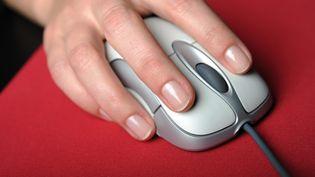 La souris d'ordinateur mise au point par Douglas Engelbart. (FRANK MAY / PICTURE ALLIANCE / AFP)