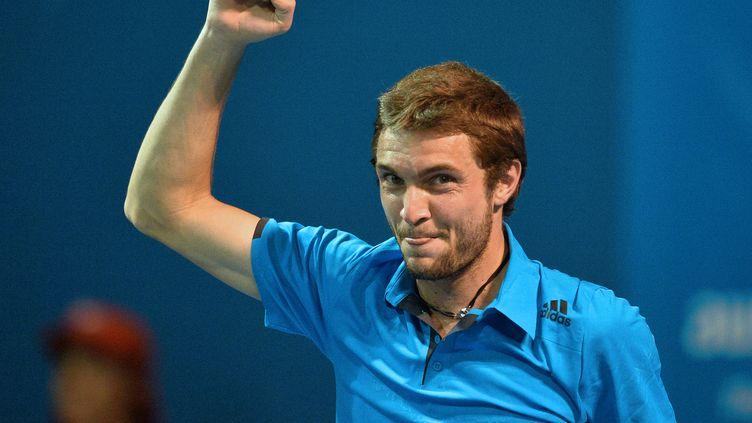 Gilles Simon célèbre sa victoire contre l'Allemand Daniel Brands, le 14 janvier 2014, à l'Open d'Australie, à Melbourne. (PAUL CROCK / AFP)
