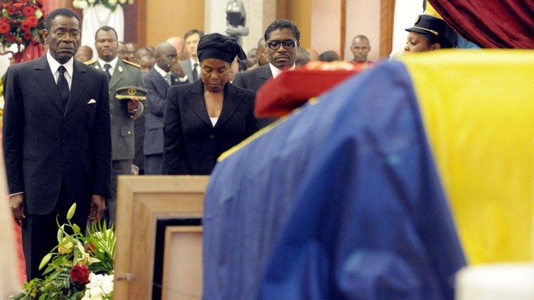 Le président Obiang et son épouse aux obsèques du président gabonais Omar Bongo. (ISSOUF SANOGO / AFP)