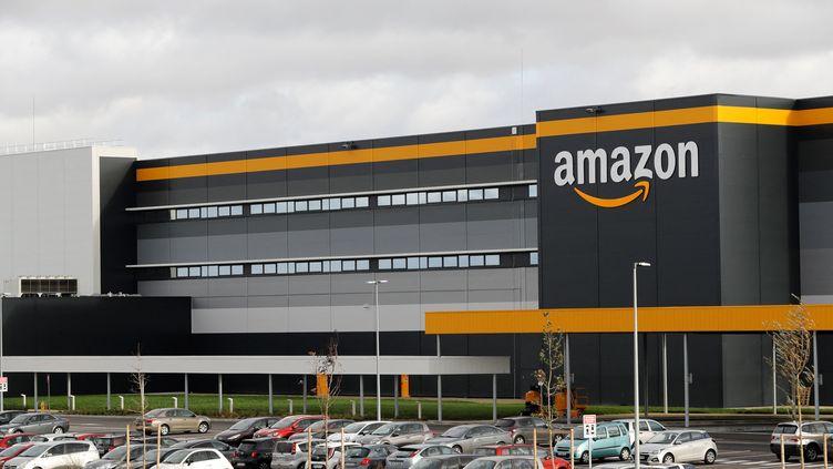 Un entrepôt Amazon à Brétigny-sur-Orge (Essonne), le 28 novembre 2019. (THOMAS SAMSON / AFP)