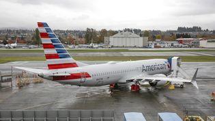 Un avion de ligne Boeing 737 MAX d'American Airlines à l'aéroport deRenton, dans l'Etat de Washington (Etats-Unis), le 10 novembre 2020. (JASON REDMOND / AFP)