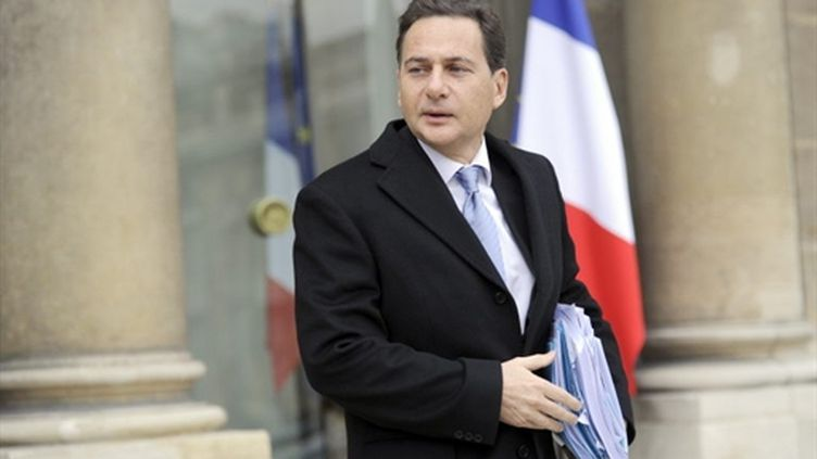 Le ministre de l'Industrie Eric Besson quitte l'Elysée, le 15 décembre 2010. (AFP - Lionel Bonaventure)