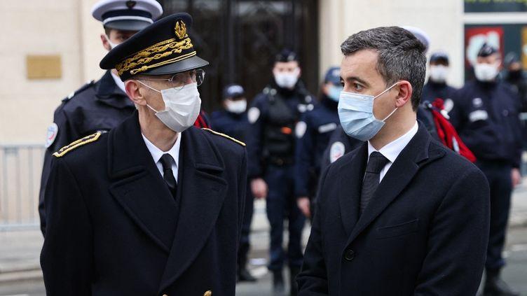 Le préfet de police de Paris Didier Lallement accompagné du ministre de l'Intérieur Gérald Darmanin, le 7 janvier 2021 à Paris. (THOMAS COEX / AFP)