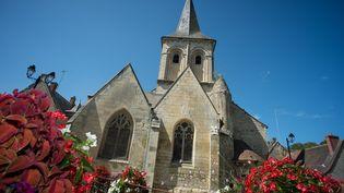 Comme de nombreux autres édifices religieux, l'église romane de la Celle-Guenand (Indre-et-Loire), ici photographiée le 26 août 2018, est en piteux état. La porte principale de cette église du XIIème siècle ne tient plus, et est fermée depuis 2004. Le montant des travaux a été estimé à 1,7 million d'euros par la Direction régionale des affaires culturelles. La toiture doit notamment être restaurée. (GUILLAUME SOUVANT / AFP)