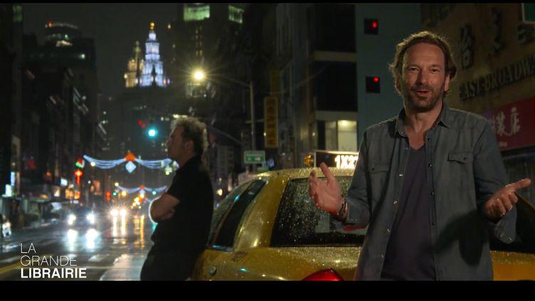 François Busnel, présentateur de l'émission La grande librairie, édition spéciale à New York du 15 septembre 2021 (Capture d'écran, La grande librairie / france5)