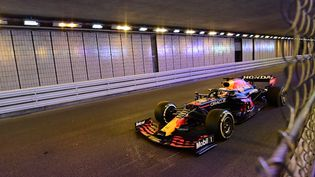 Max Verstappen dans le tunnel du Grand Prix de Monaco, le 23 mai 2021. (ANDREJ ISAKOVIC / AFP)