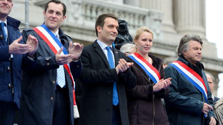 Le vice-président du Front national, Florian Philippot, aux côtés de la députée Marion Maréchal-Le Pen, lors du défilé du FN à Paris, le 1er mai 2013. (ERIC FEFERBERG / AFP)