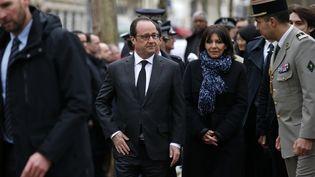 Le président de la République, François Hollande, et la maire de Paris, Anne Hidalgo, participent à des commémorations des attentats de janvier 2015, le 5 janvier 2016 à Paris. (BENOIT TESSIER / AFP)