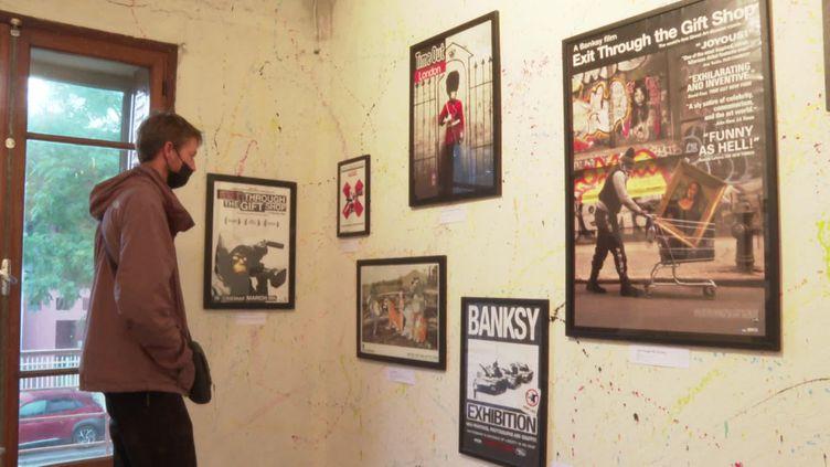 Une exposition caritative Banksy à Montpellier (France Télévisions)