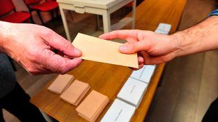 Un bulletin de vote de la primaire à droite. (MAXPPP)